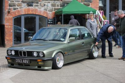 BMW E30 with BBS RS on air